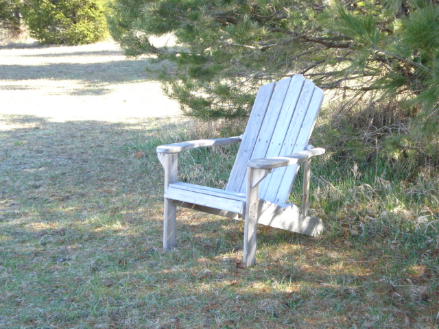 Imagine sitting in this chair, book in hand and drink on the side. Ahhhh...