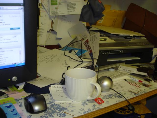 ehhhh...the errr....desk :)